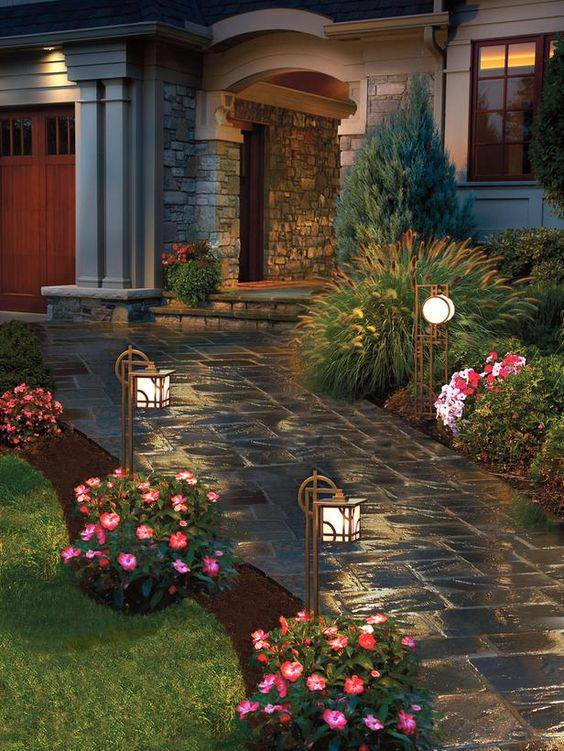 For homes with small or spacious yard you can choose one from Modern Pathway Design Ideas To Increase The Value Of Your Home. & Modern Pathway Design Ideas To Increase The Value Of Your Home ...